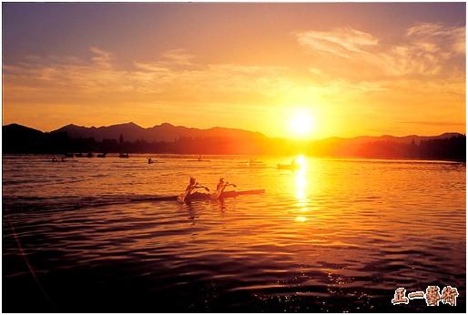 """1982年西湖被确定为国家风景名胜区,1985年被评为""""中国十大风景名胜"""""""